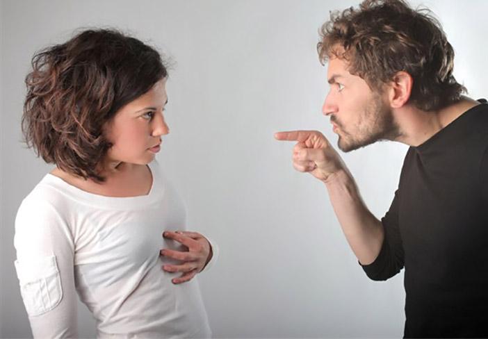 homem-controlador Comportamentos que podem destruir ou salvar o relacionamento elidio almeida psicólogo terapia de casal em salvador