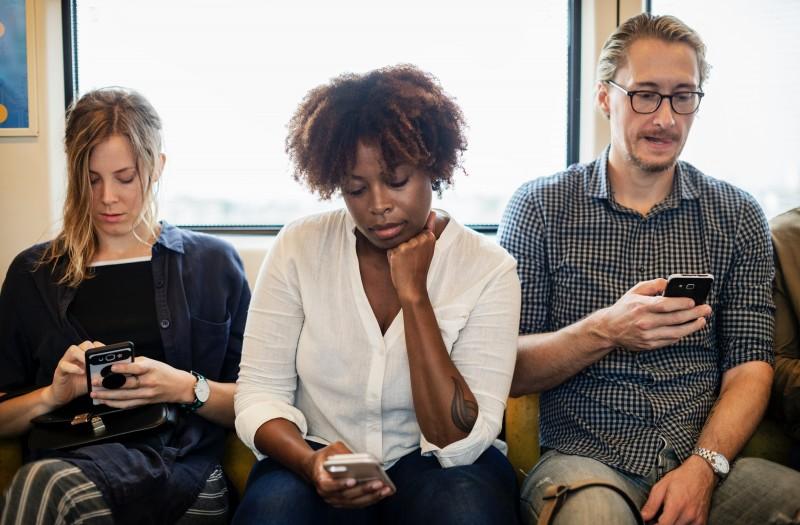 Redes Sociais adoecem, diz estudo. Elídio Almeida psicólogo em Salvador